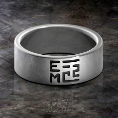 Кольцо с формулой Эйнштейна